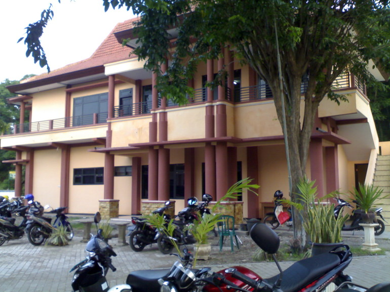 salah satu kampus di Situbondo