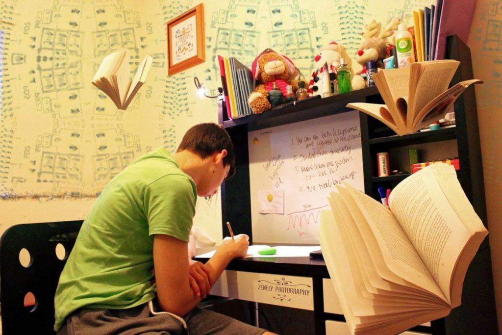 mahasiswa sedang belajar