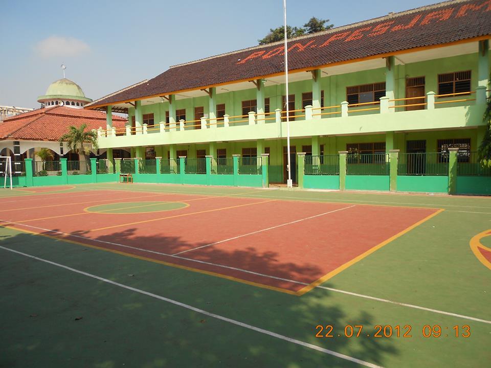 kampus di tangerang selatan