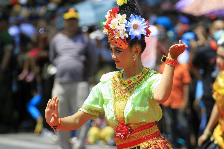 menari budaya indonesia