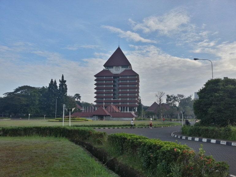 ui kampus tertua di indonesia