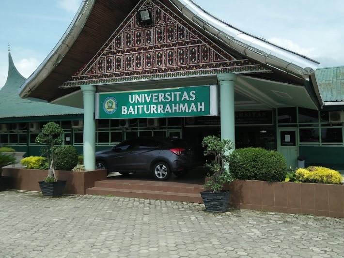 universitas baiturrahmah padang